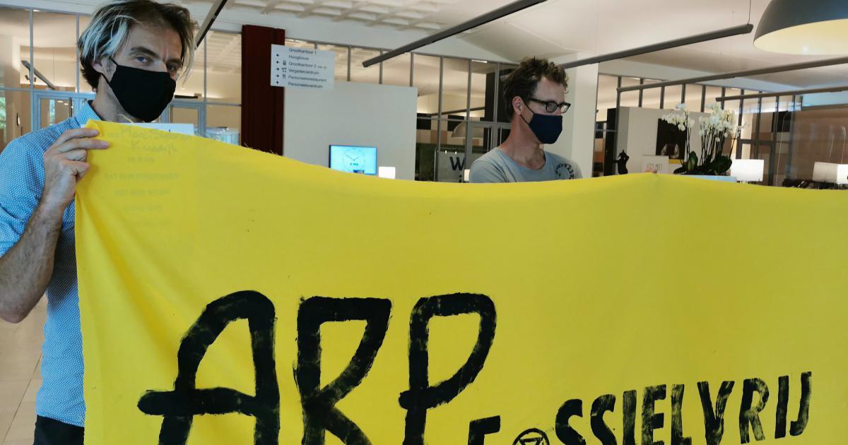 Activisten van Extinction Rebellion hebben donderdag urenlang het hoofdkantoor van pensioenfonds ABP in #Heerlen bezet gehouden.